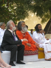 sri_sri_ravi_shankar_and_swami_maheshwarananda_small